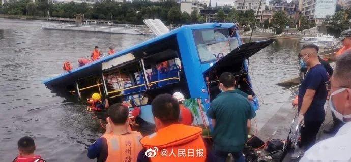 21人死亡!贵州载高考生公交坠湖视频曝光:人生没有永远,来日并不方长!