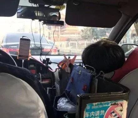 56岁司机携病妻开出租被差评:没经历世间的穷,就不懂人间的苦!