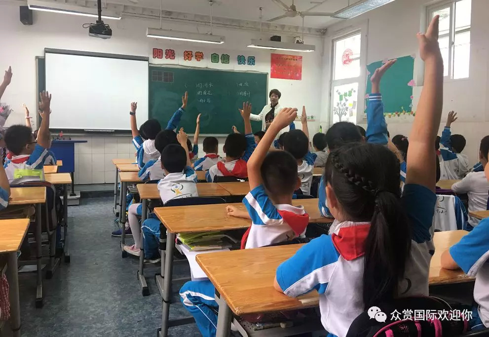 众赏学圣堂国学教育走进成都市泡桐树小学